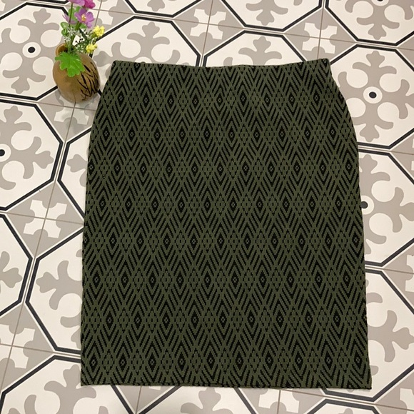 🔥50%OFF H&M Green and Black Pullup Mini Skirt SzM